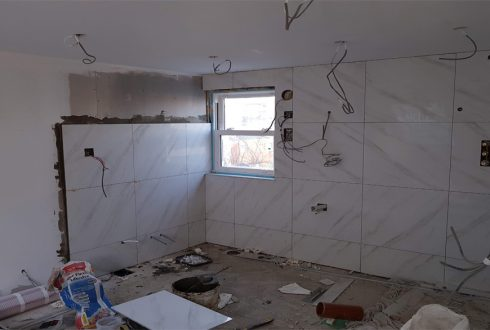 Tiling-bathroom-walls